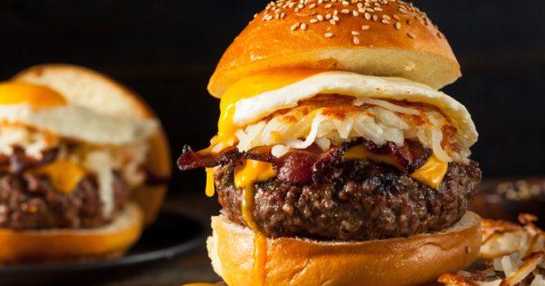 Por qué es mejor pedir una segunda hamburguesa en vez de patatas...